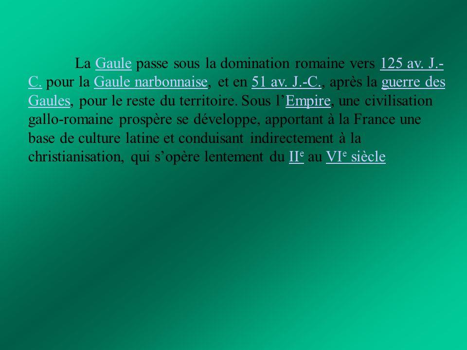 La France contemporaine À la suite de la Seconde Guerre mondiale, la Quatrième République est promulguée le 27 octobre 1946, mais elle fait face à de graves difficultés dans l'Empire colonial, d'abord en Indochine, puis en Algérie, tandis qu'ailleurs la décolonisation se fait par négociation.