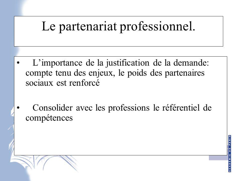 Ce qui change fondamentalement… 1 - Rupture entre certification et formation 2 - Déplacement de l'implication des acteurs, avec une implication forte des partenaires sociaux 3 – vers la gestion des emplois par les compétences…le poids des professionnels.