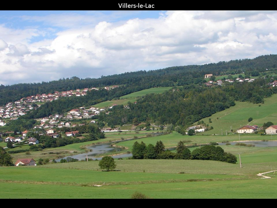 A la frontière franco-suisse ou plus précisément a Villers-le-Lac, dans les gorges du Doubs se trouve le saut du Doubs, cette chute fait 27 mètres de