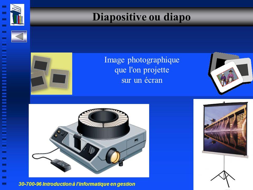 30-700-96 Introduction à l'informatique en gestion 3 Créer une présentation Diapositive ou diapo Un document de PowerPoint Démarrer PowerPoint Créer u