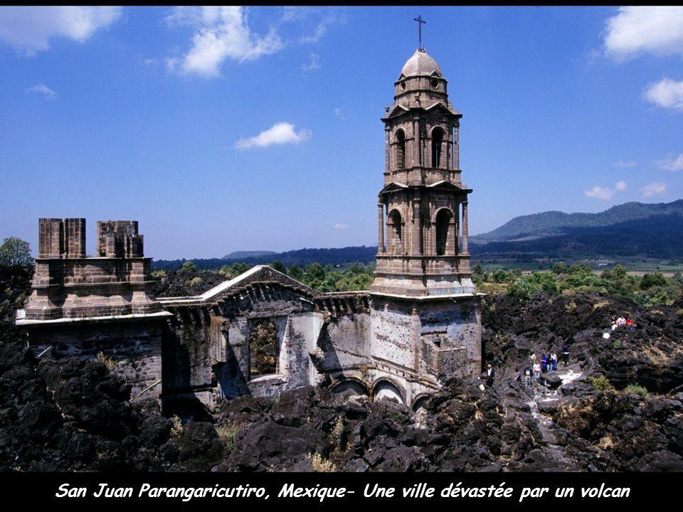 San Juan Parangaricutiro, Mexique- Une ville dévastée par un volcan