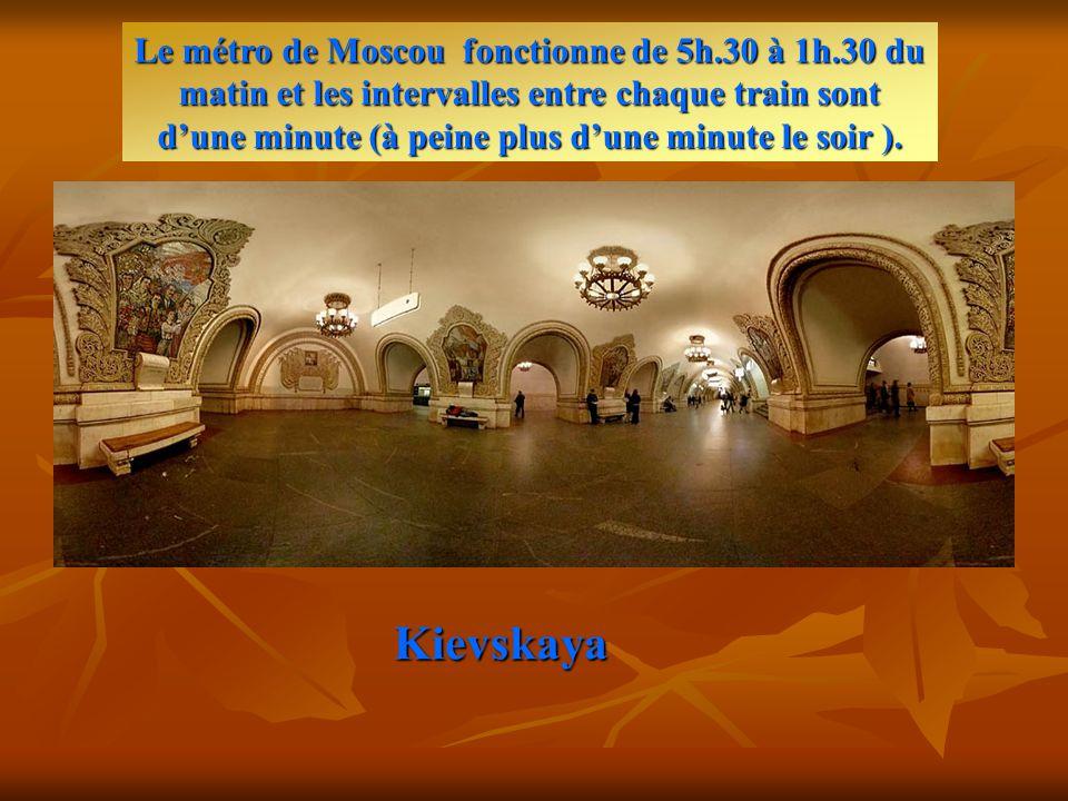 Kievskaya Le métro de Moscou fonctionne de 5h.30 à 1h.30 du matin et les intervalles entre chaque train sont d'une minute (à peine plus d'une minute le soir ).