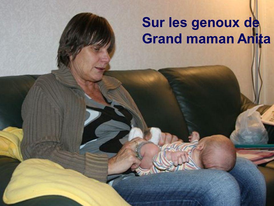 Sur les genoux de Grand maman Anita