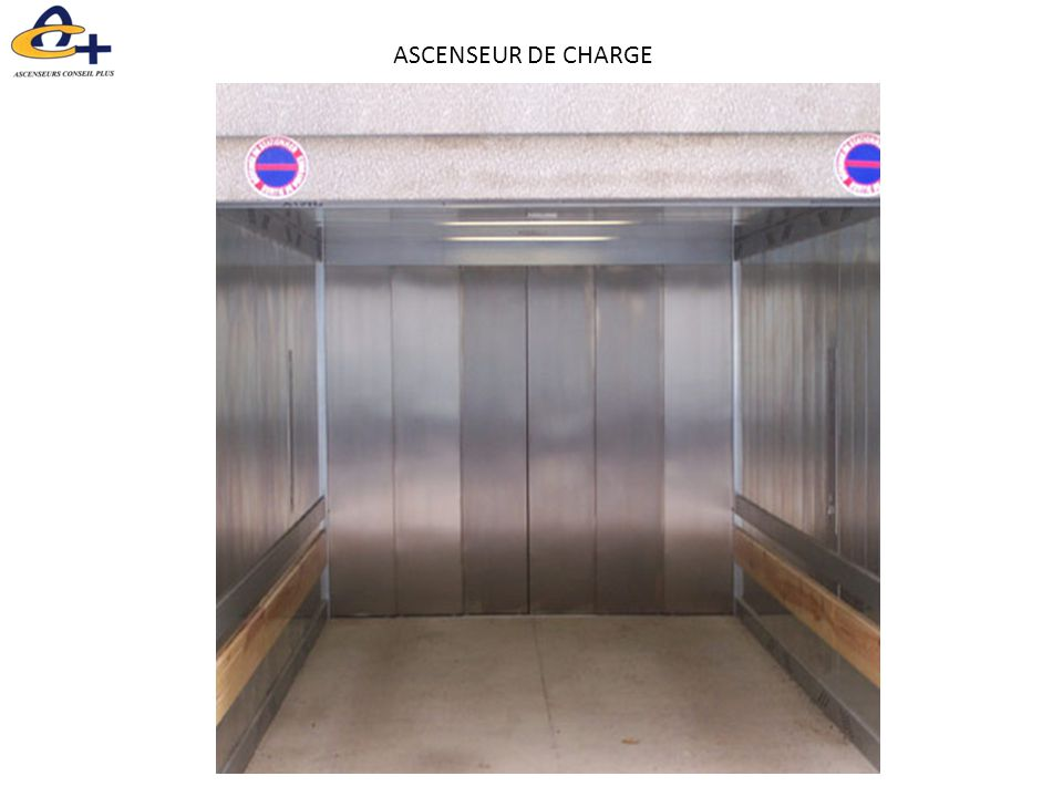 ASCENSEUR DE CHARGE