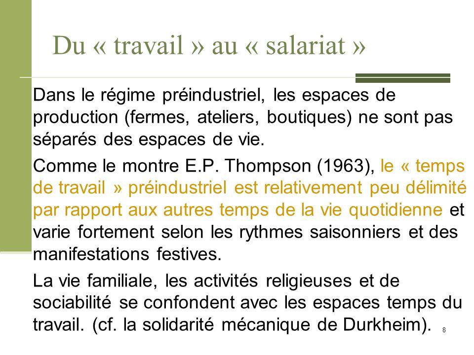 Du « travail » au « salariat » D'après Robert Castel (1995), dans ce contexte historique particulier, le « travail » était source de rattachement à des collectifs de vie (corporations, communautés villageoises, etc.).