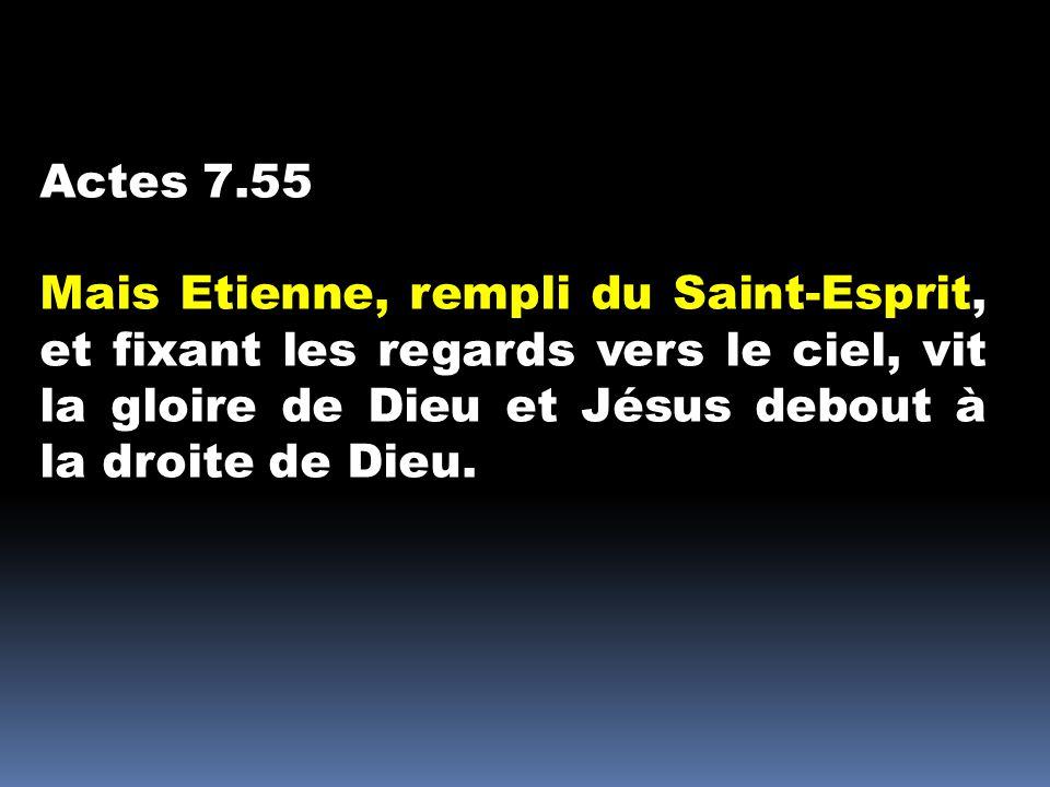 Actes 7.55 Mais Etienne, rempli du Saint-Esprit, et fixant les regards vers le ciel, vit la gloire de Dieu et Jésus debout à la droite de Dieu.