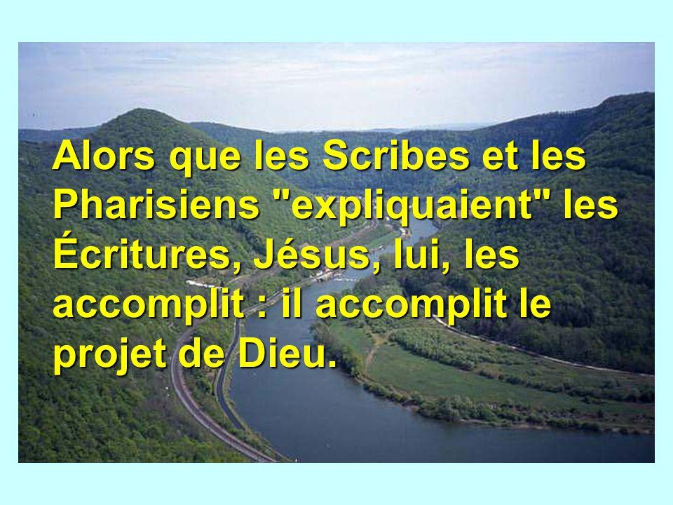 Alors que les Scribes et les Pharisiens expliquaient les Écritures, Jésus, lui, les accomplit : il accomplit le projet de Dieu.