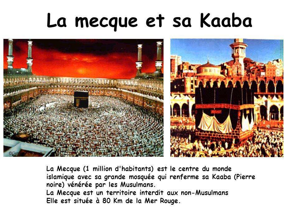 La mecque et sa Kaaba La Mecque (1 million d habitants) est le centre du monde islamique avec sa grande mosquée qui renferme sa Kaaba (Pierre noire) vénérée par les Musulmans.