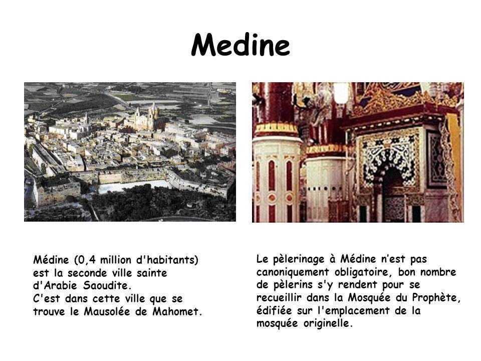 Medine Le pèlerinage à Médine n'est pas canoniquement obligatoire, bon nombre de pèlerins s y rendent pour se recueillir dans la Mosquée du Prophète, édifiée sur l emplacement de la mosquée originelle.