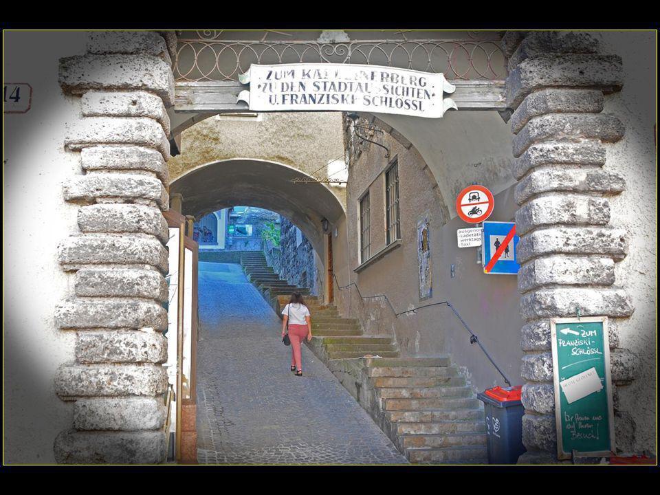 départ de la Linzergasse pour Kapuziner-Berg avec une pente assez raide et 13 oratoires pour arriver à la Franziskischlössl au sommet
