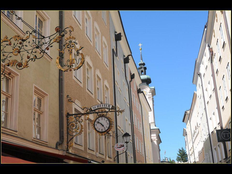 La Linzergasse conduit également à l'église Saint-Sébastien et à son cimetière où sont enterrés la famille de Mozart