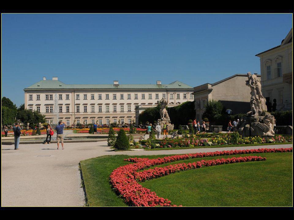 Le palais Mirabell est baptisé d'après l'italien « mirabile » qui signifie admirable ou merveilleux