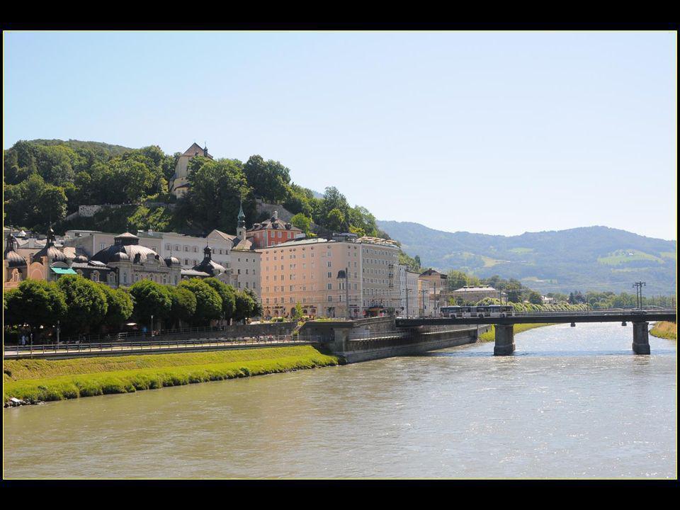 La rivière Salzach divise le centre ville en deux parties