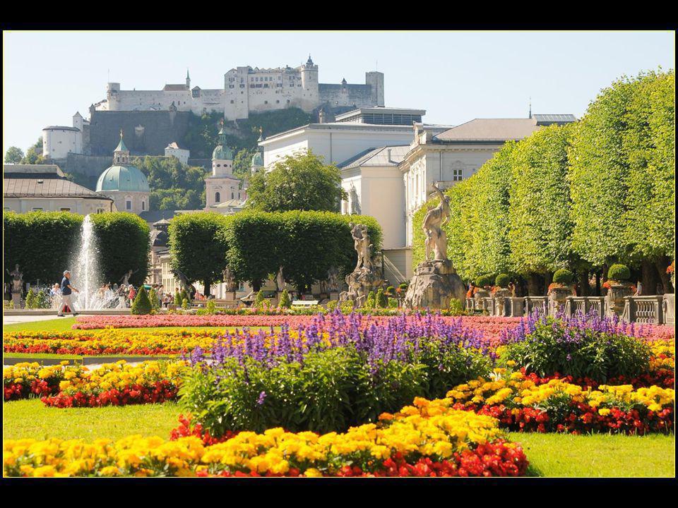 Les célèbres jardins de Mirabell ont été revus vers 1690 et entièrement rénovés vers 1730 par Franz Anton Danreiter