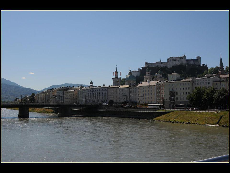 traversons la rivière Salzbach afin d'aller en rive gauche voir la maison de naissance de Mozart