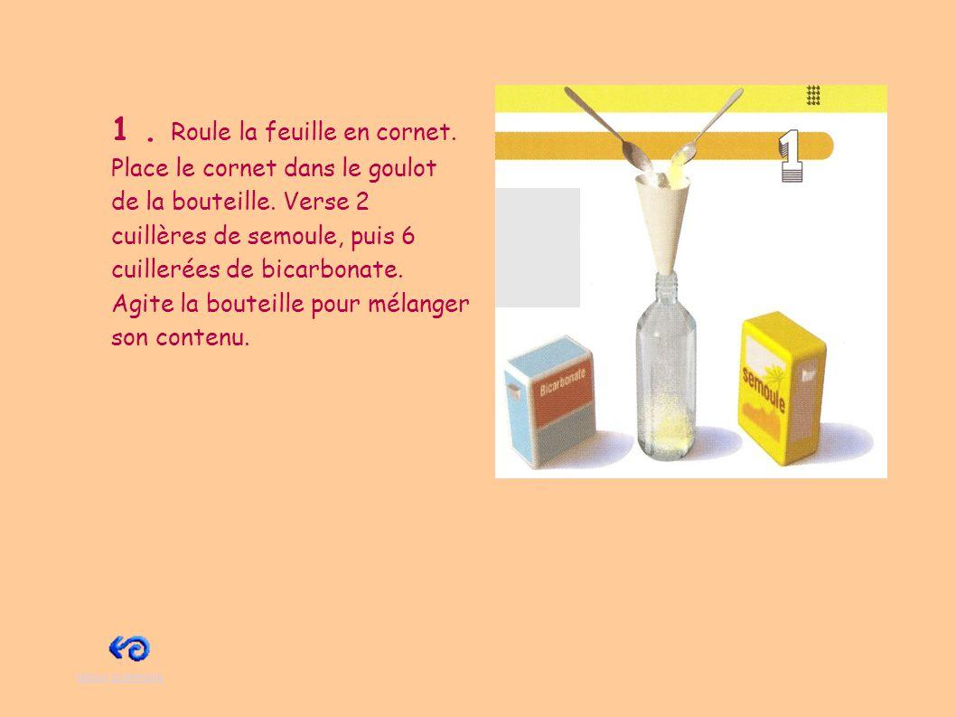 2.Remplis le verre avec du vinaigre blanc. Puis verse quelques gouttes de sirop de grenadine.