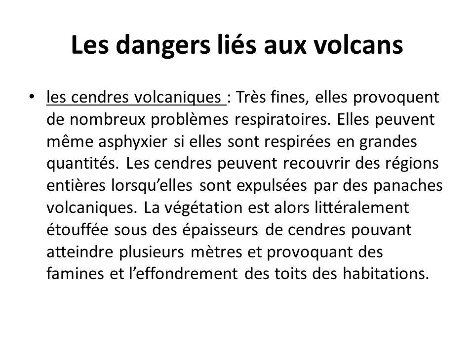 Les dangers liés aux volcans les cendres volcaniques : Très fines, elles provoquent de nombreux problèmes respiratoires. Elles peuvent même asphyxier