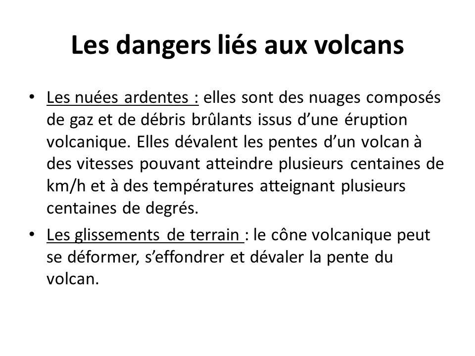 Les dangers liés aux volcans Les nuées ardentes : elles sont des nuages composés de gaz et de débris brûlants issus d'une éruption volcanique. Elles d