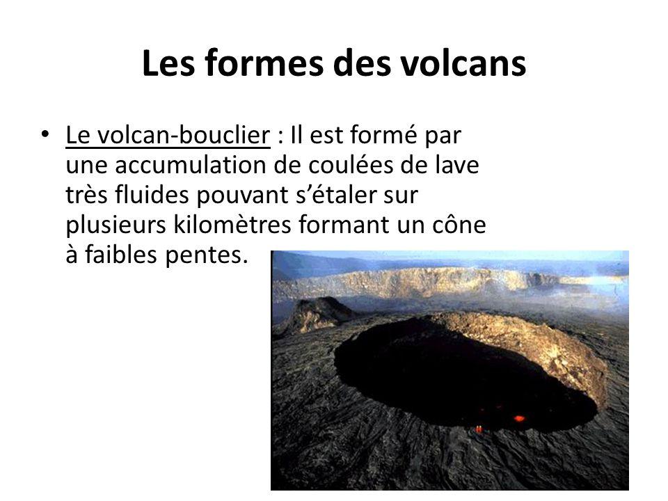 Les formes des volcans Le volcan-bouclier : Il est formé par une accumulation de coulées de lave très fluides pouvant s'étaler sur plusieurs kilomètre