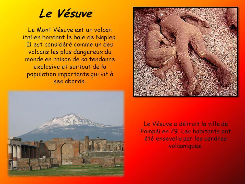 Le Vésuve Le Mont Vésuve est un volcan italien bordant le baie de Naples.