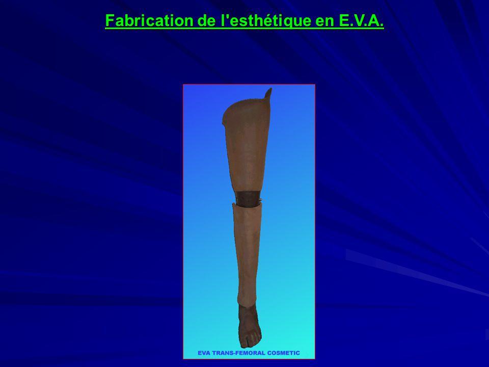 Avant de couvrir la cuisse d EVA, la prothèse est poncée afin d en rendre la surface rugueuse.