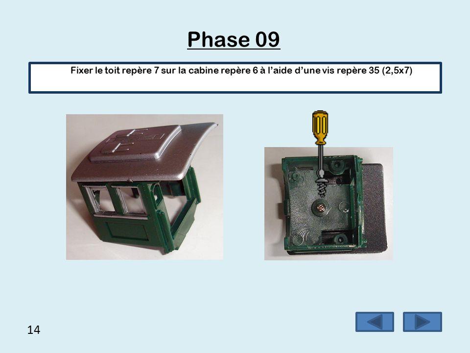 13 Phase 08 (suite) Finir de positionner le capot en laissant sortir les fils derrière.