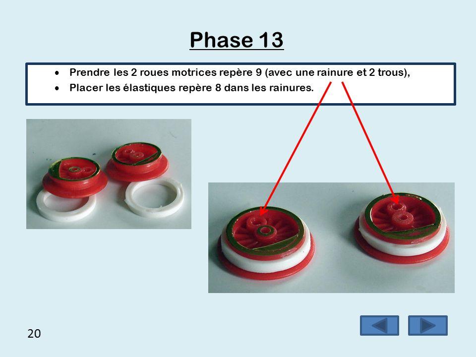 19 Phase 12 (suite) 4.Taper doucement sur l'axe en tenant l'engrenage droit.