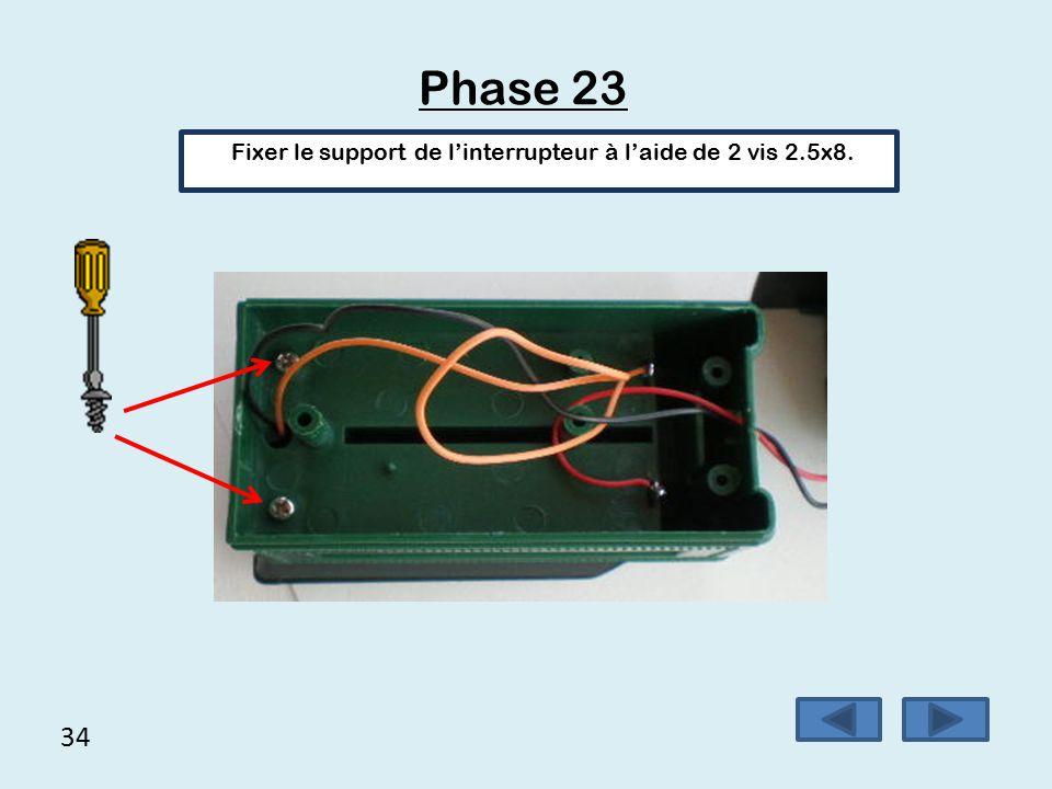 33 Phase 22 Nous pouvons nous assurer du bon fonctionnement de l'ensemble en plaçant 2 piles de 1,5 volt dans le wagon et en actionnant l'interrupteur pour vérifier le sens de rotation des roues.