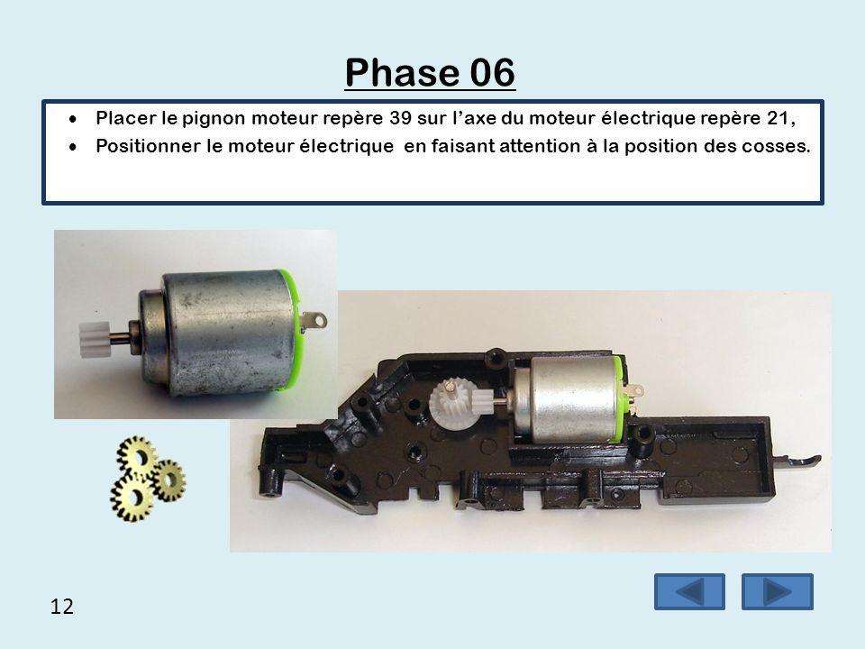 12 Phase 06  Placer le pignon moteur repère 39 sur l'axe du moteur électrique repère 21,  Positionner le moteur électrique en faisant attention à la