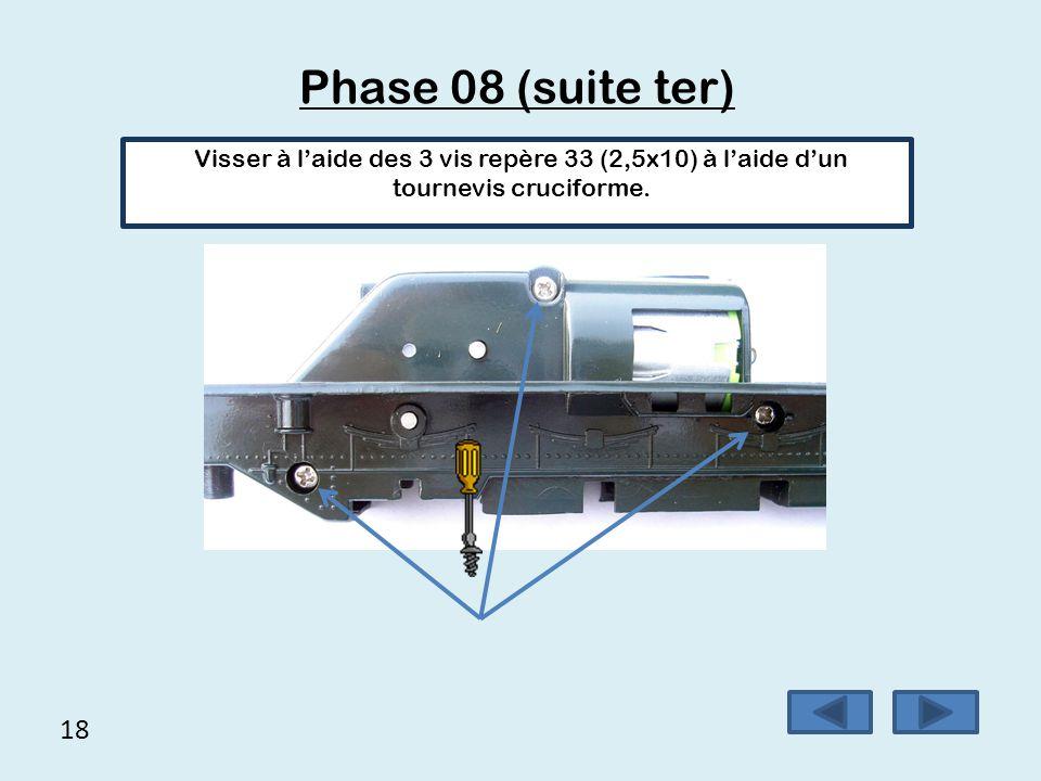 18 Phase 08 (suite ter) Visser à l'aide des 3 vis repère 33 (2,5x10) à l'aide d'un tournevis cruciforme.