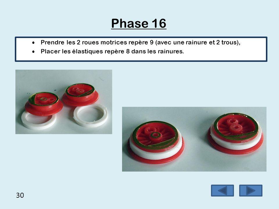 30 Phase 16  Prendre les 2 roues motrices repère 9 (avec une rainure et 2 trous),  Placer les élastiques repère 8 dans les rainures.