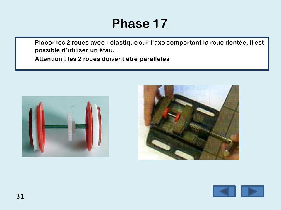 31 Phase 17 Placer les 2 roues avec l'élastique sur l'axe comportant la roue dentée, il est possible d'utiliser un étau. Attention : les 2 roues doive