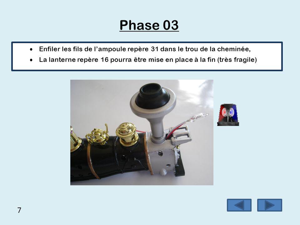 7 Phase 03  Enfiler les fils de l'ampoule repère 31 dans le trou de la cheminée,  La lanterne repère 16 pourra être mise en place à la fin (très fra