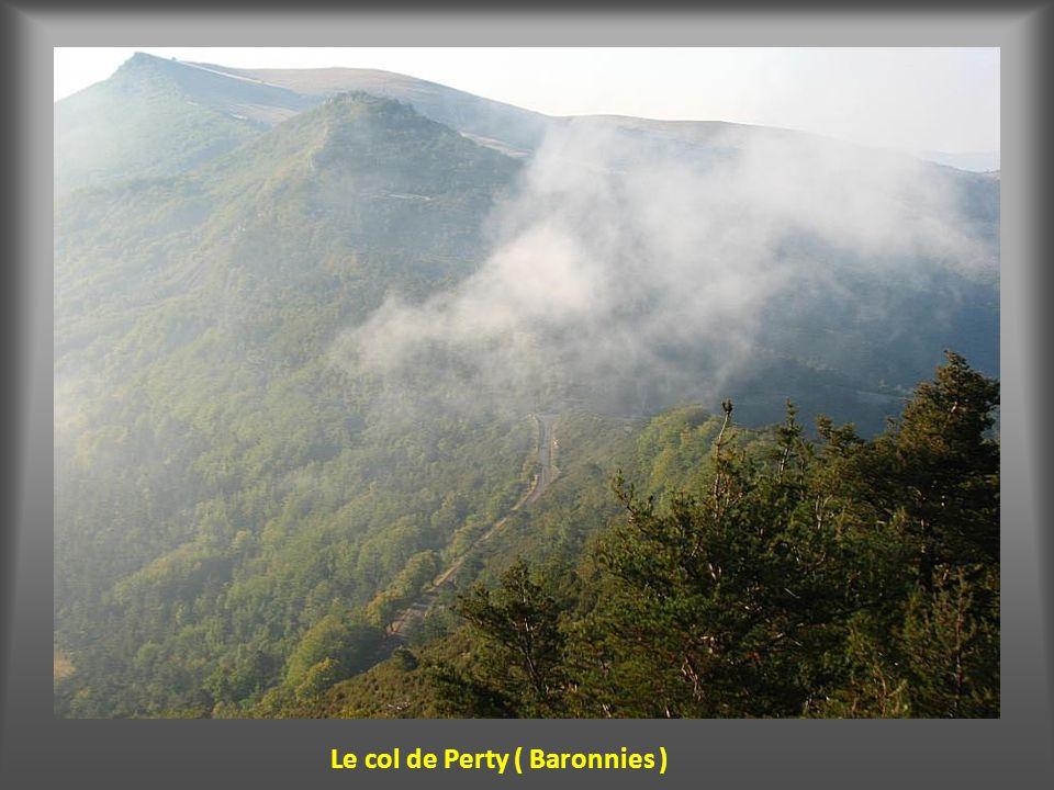 Depuis le col d'Ey la plaine de Ste Jalle et le Mont Angèle