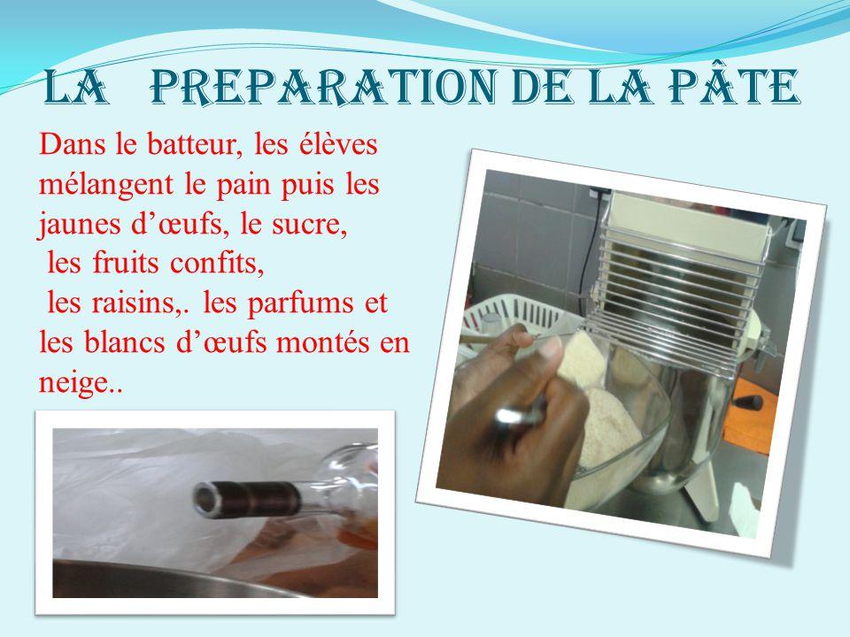 LA PREPARATION DE LA PÂTE Dans le batteur, les élèves mélangent le pain puis les jaunes d'œufs, le sucre, les fruits confits, les raisins,. les parfum