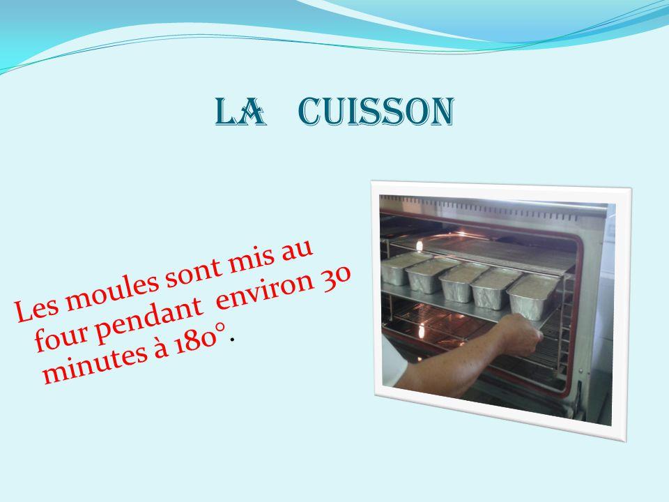 LA CUISSON Les moules sont mis au four pendant environ 30 minutes à 180°.