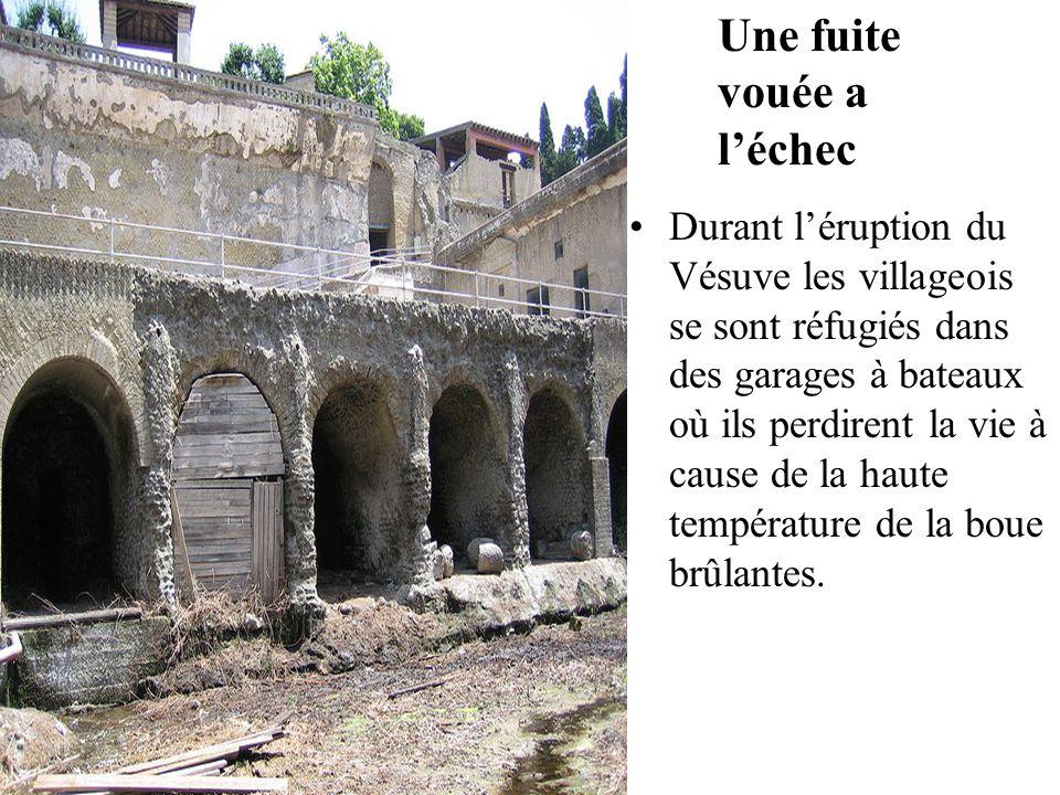 Durant l'éruption du Vésuve les villageois se sont réfugiés dans des garages à bateaux où ils perdirent la vie à cause de la haute température de la b