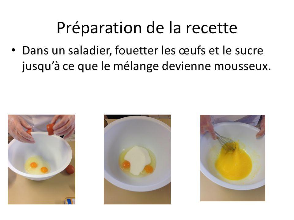 Préparation de la recette Dans un saladier, fouetter les œufs et le sucre jusqu'à ce que le mélange devienne mousseux.