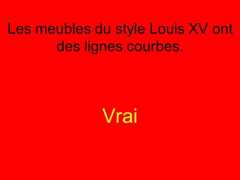 Les meubles du style Louis XV ont des lignes courbes. Vrai