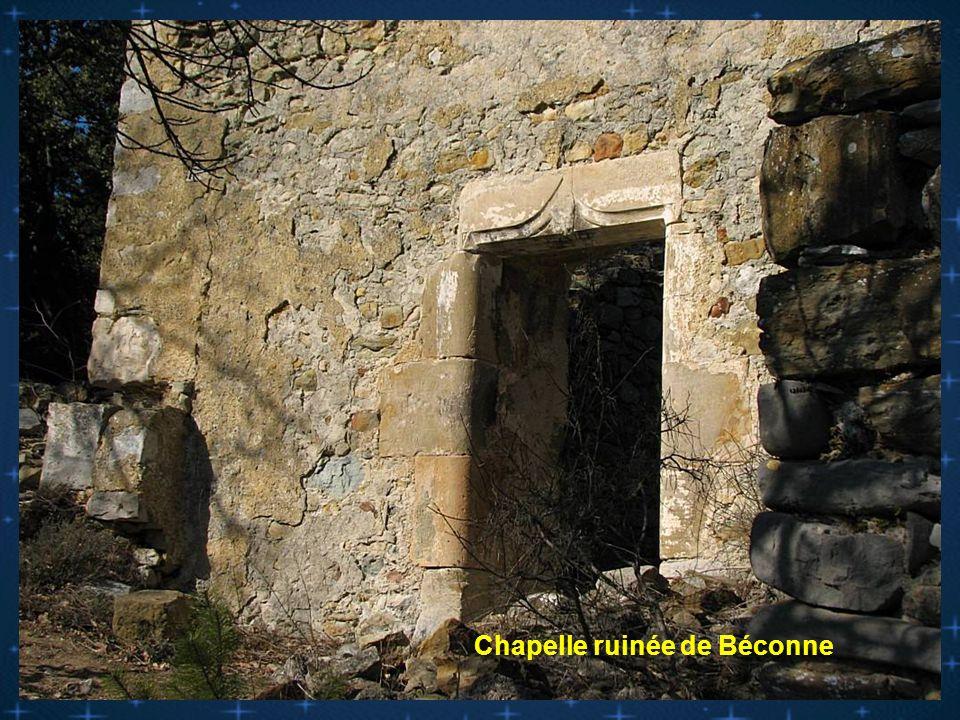Chapelle ruinée du vieux village de Béconne ( la Roche St secret )