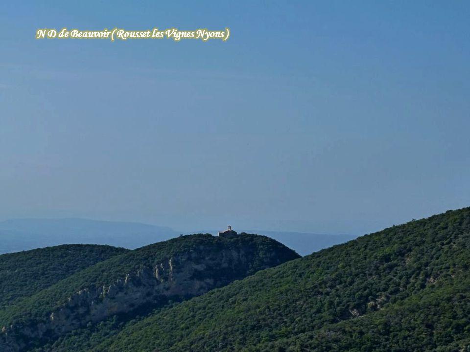 Le village de Brantes ( Mt Ventoux )