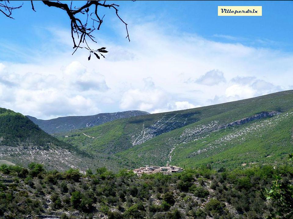 Des monts de Villeperdrix le rocher de St May