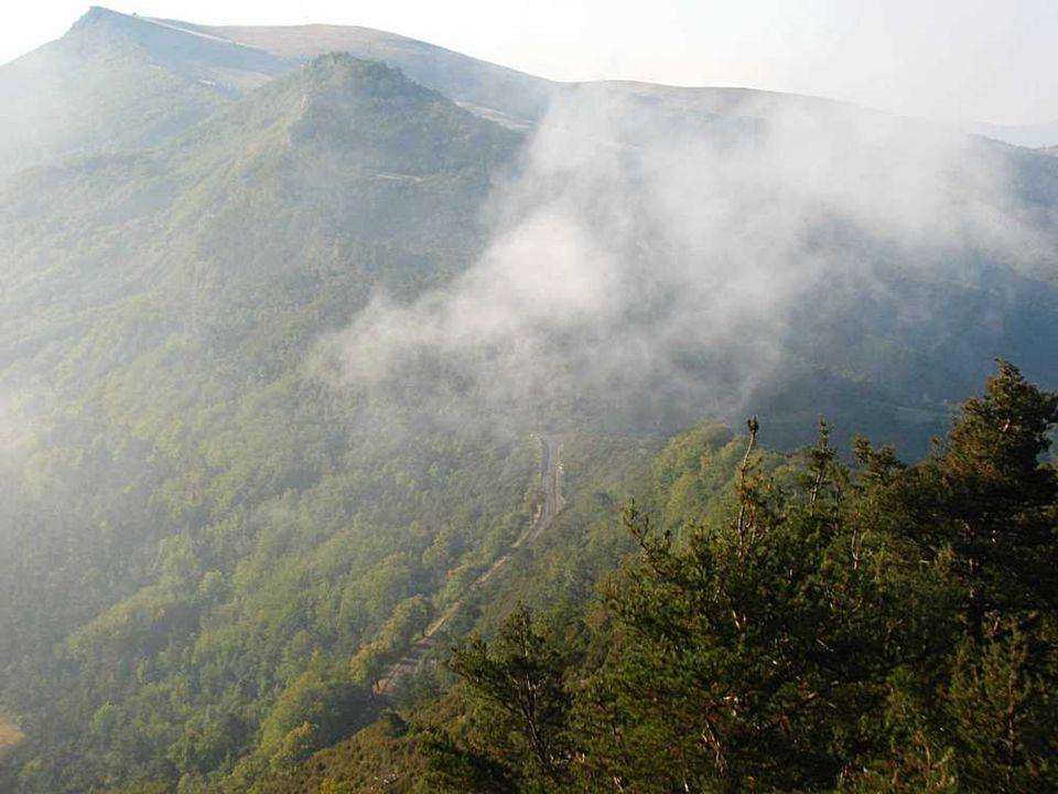 col de Perty Altitude : 1302 mètres Département : Drôme Description - col de Perty : ce col aux paysages magnifiques relie le pays du ventoux au massif alpin