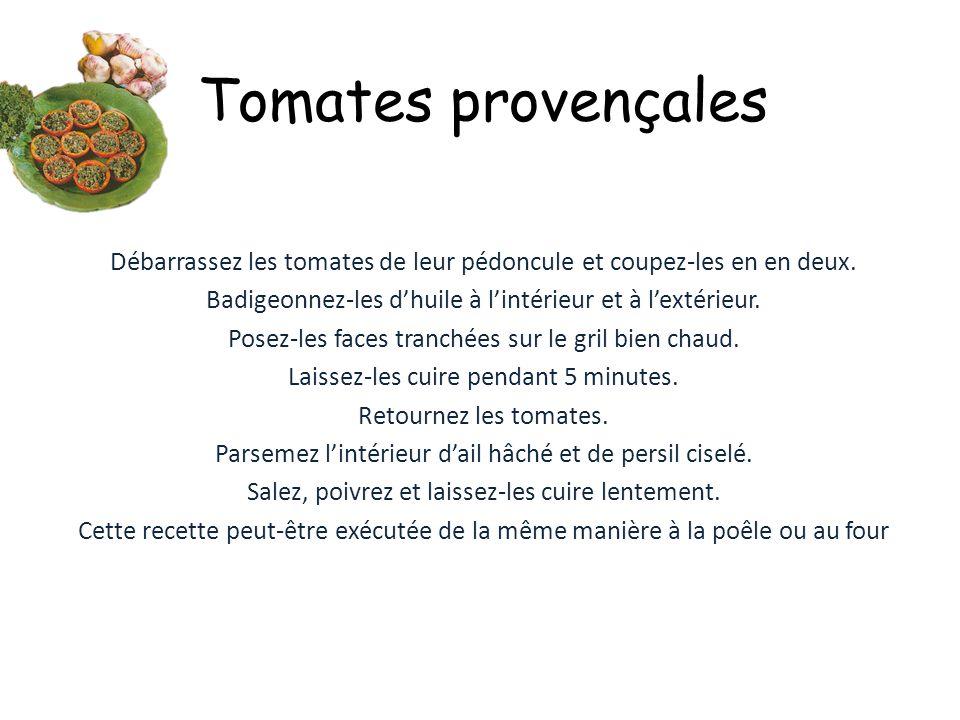La Ratatouille Pour 6 personnes 500g d'oignons 1kg d'aubergines 500g de courgettes 750g de tomates 500g de poivrons Lavez et nettoyez tous les légumes ; coupez-les en gros dès et faites les revenir dans une cocotte avec 1 verre d'huile d'olive – sel – poivre ; pendant 10 mn en remuant avec une cuillère de bois.