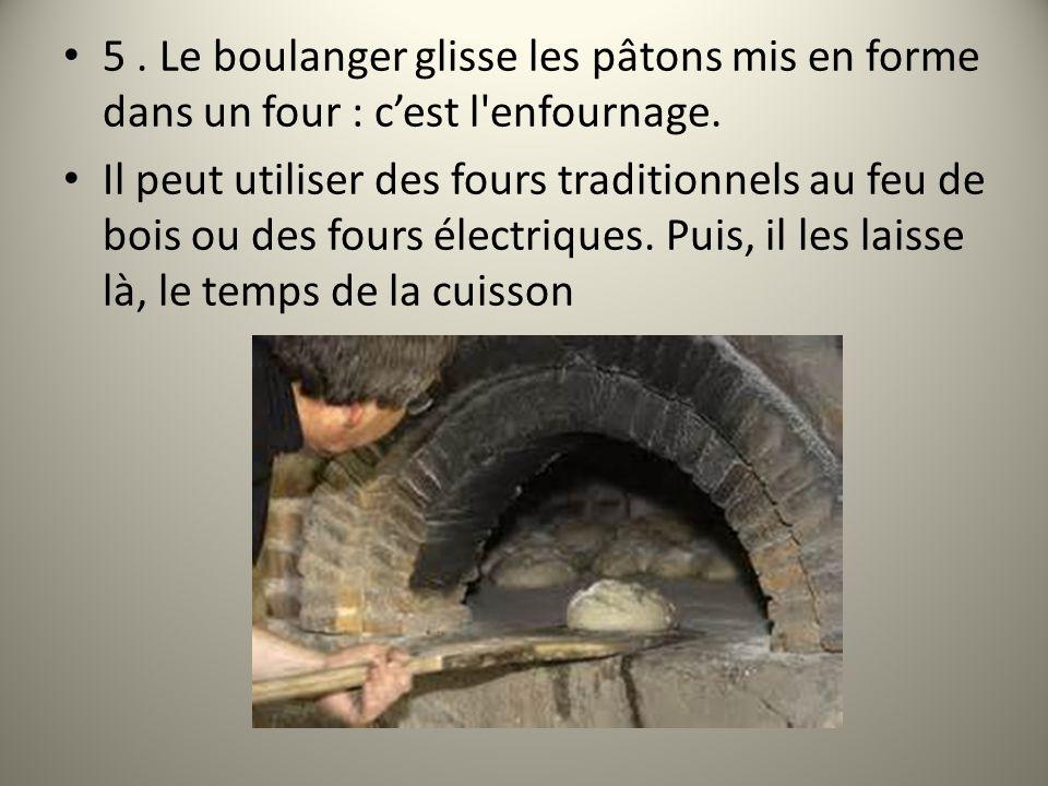 5. Le boulanger glisse les pâtons mis en forme dans un four : c'est l'enfournage. Il peut utiliser des fours traditionnels au feu de bois ou des fours