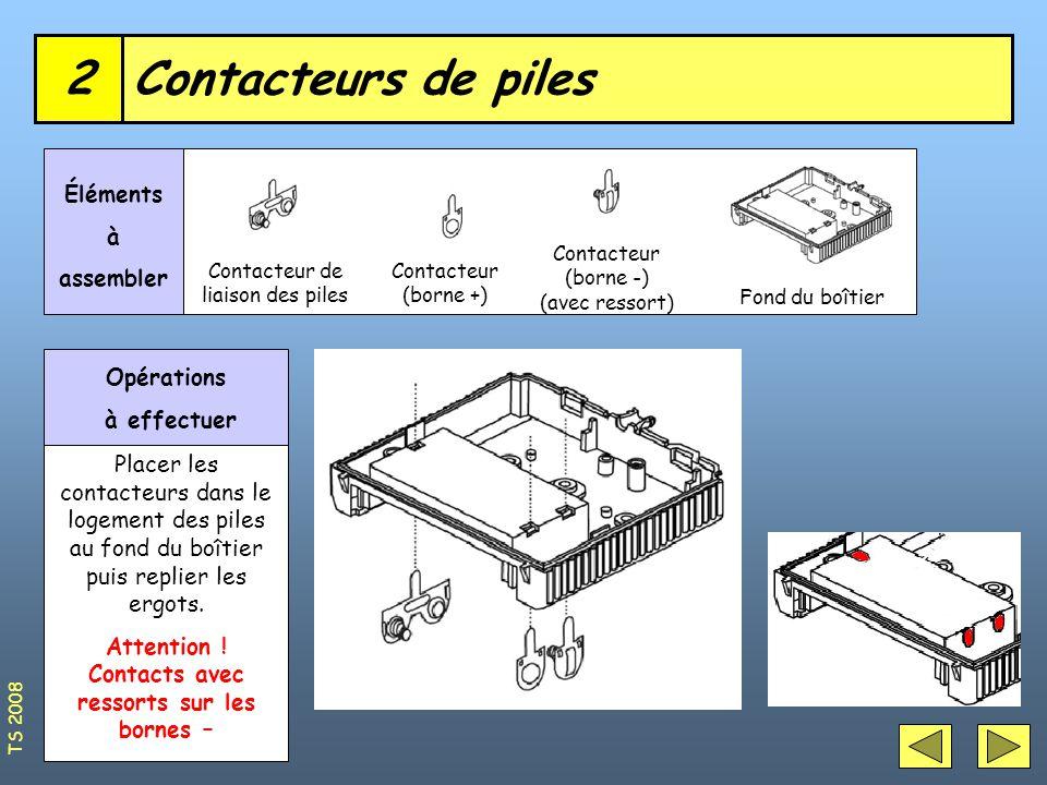 Contacteurs de piles2 Contacteur de liaison des piles Éléments à assembler Opérations à effectuer Contacteur (borne +) Contacteur (borne -) (avec ressort) Fond du boîtier Placer les contacteurs dans le logement des piles au fond du boîtier puis replier les ergots.