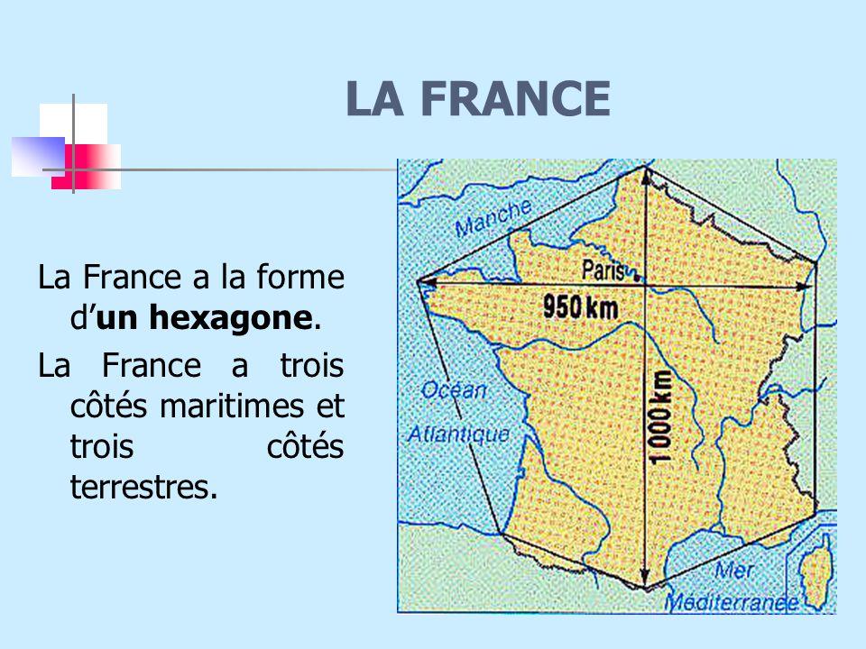 La France a la forme d'un hexagone.La France a trois côtés maritimes et trois côtés terrestres.