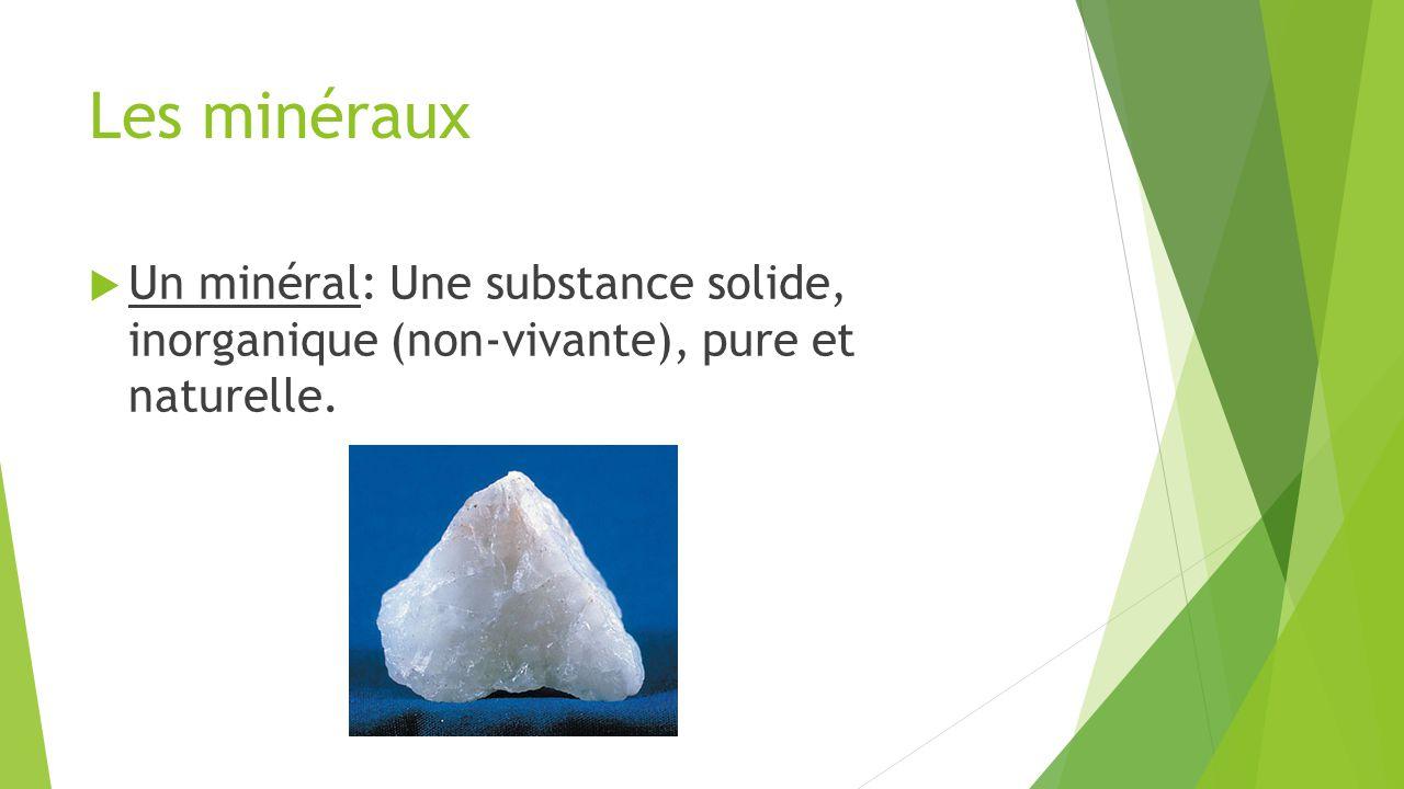 Les minéraux  Une roche: Un mélange solide de deux ou plusieurs minéraux.