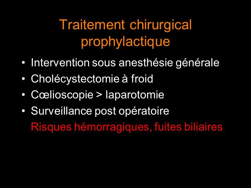 Traitement chirurgical prophylactique Intervention sous anesthésie générale Cholécystectomie à froid Cœlioscopie > laparotomie Surveillance post opéra