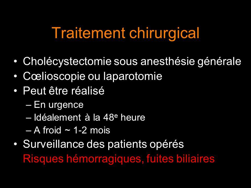 Traitement chirurgical Cholécystectomie sous anesthésie générale Cœlioscopie ou laparotomie Peut être réalisé –En urgence –Idéalement à la 48 e heure